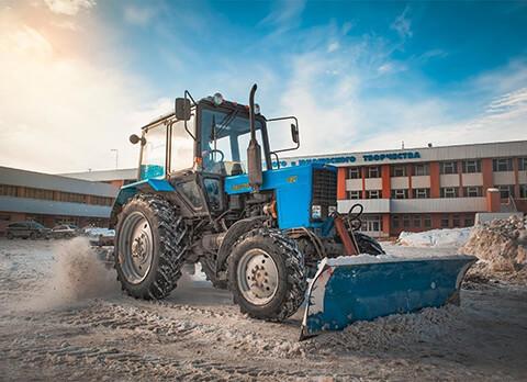 очистка снега трактором МТЗ-82